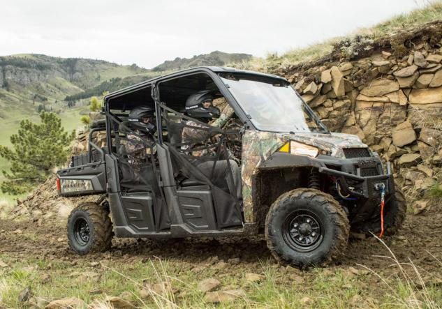 2014-Polaris-Ranger-Crew-900-Action-03